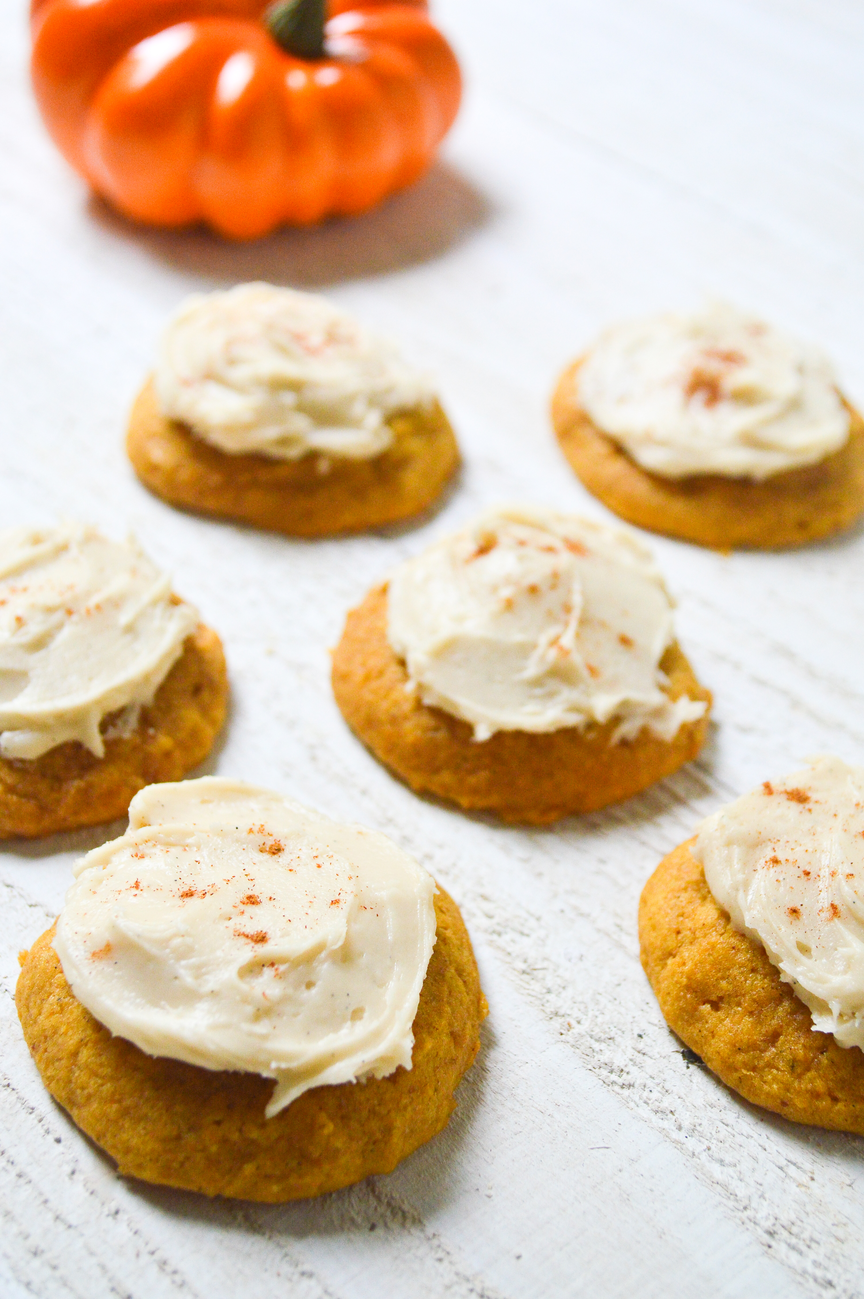 pumpkin-cookies-with-buttercream-frosting-16