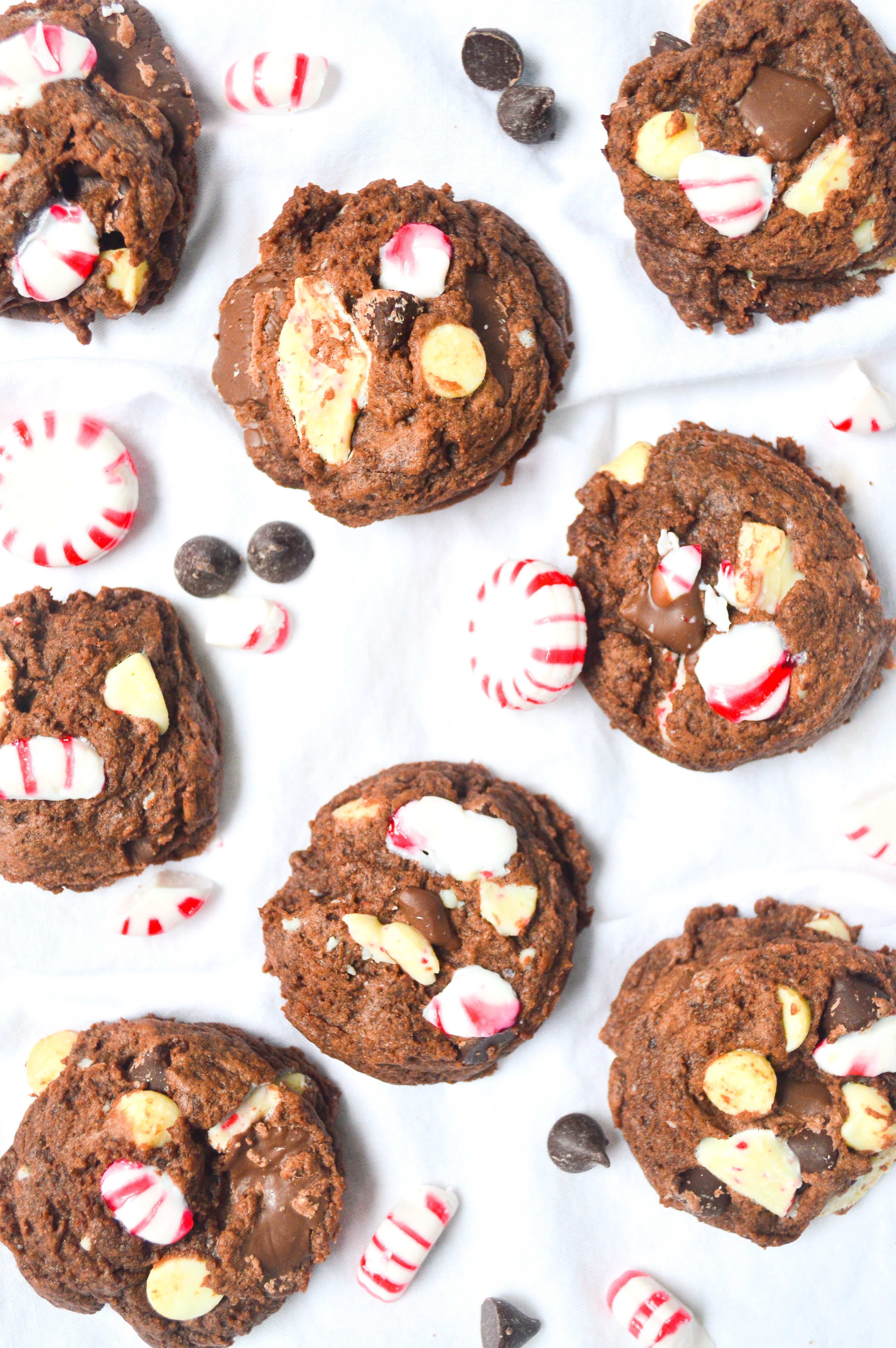 chocolate-peppermint-bark-cookies-10