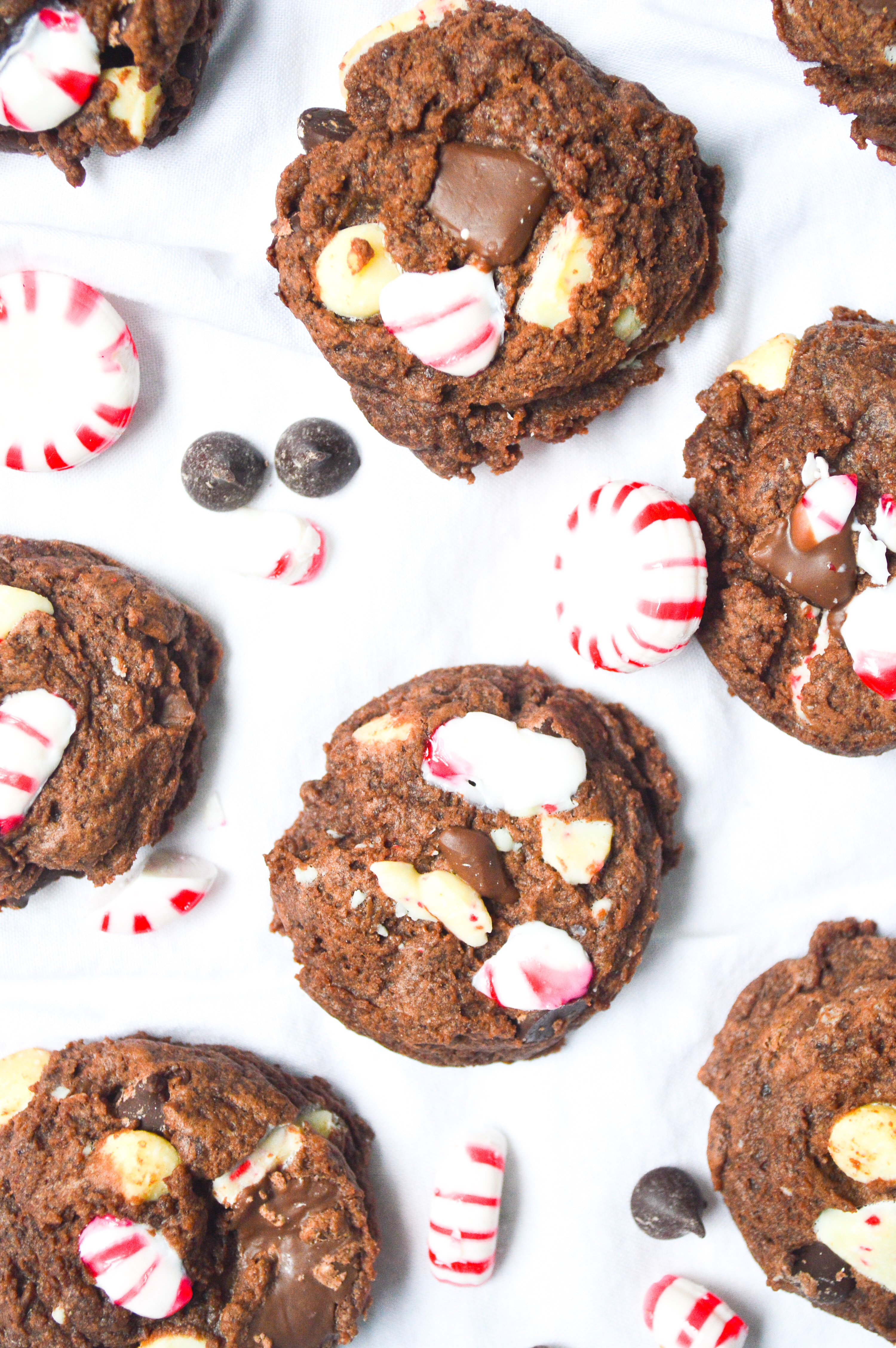 chocolate-peppermint-bark-cookies-12